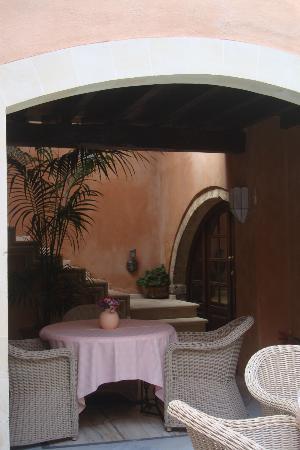 Palazzo Rimondi : la cour vers la piscine