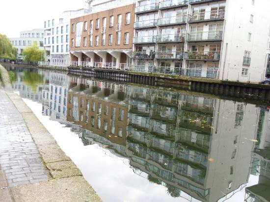 Regent's Canal: Reflection