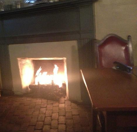 Blazing fireplace and early American table at The Tavern