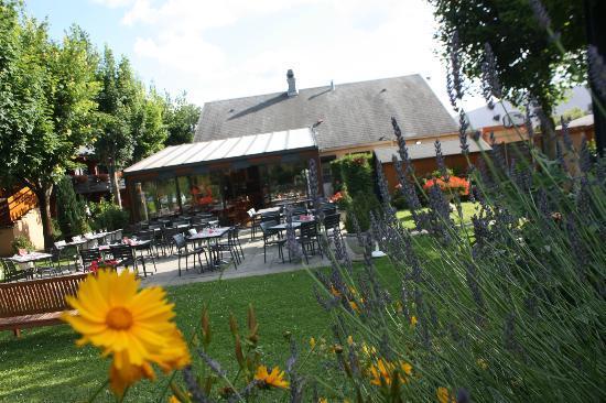 Campanile Reims Sud - Murigny: Jardin Hotel Campanile Reims Murigny