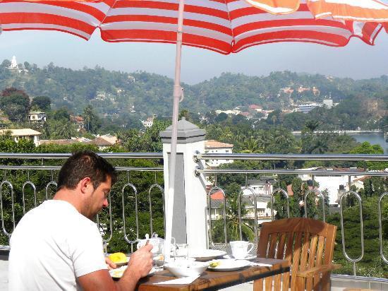 Hotel Kandy Paris : terrasse sur le toit, très appréciable