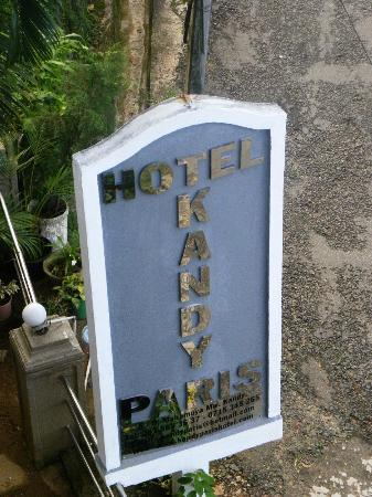 Hotel Kandy Paris: panneau route