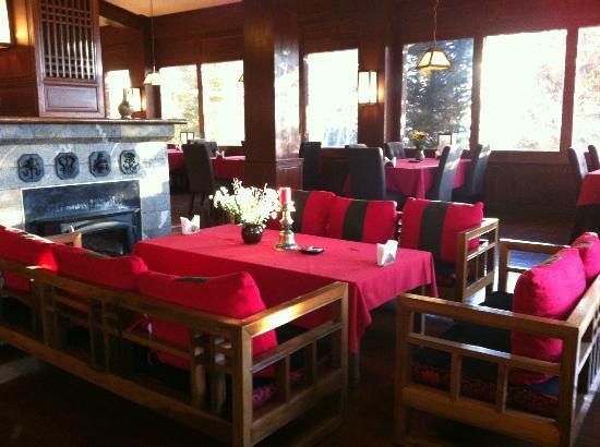 Songtsam Shangri-la (Lugu) Hotel: Warm & Cosy Dining Room