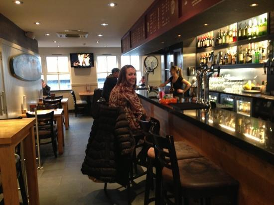 Firehouse Bar and Grill : bar