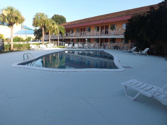Super 8 Naples: The pool early morning