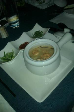 Essensia Restaurant & Lounge: Thai Lemongrass lime soup