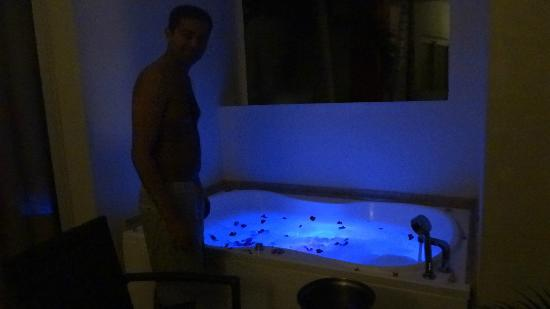 Now Larimar Punta Cana: Jacuzzi tub was decorated by our maid.
