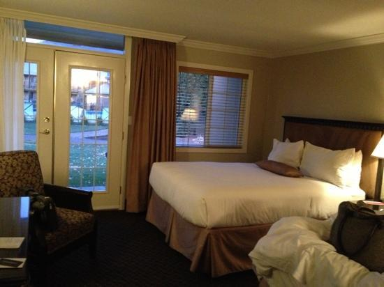 Ramada Penticton Hotel and Suites: twin queen size room 108