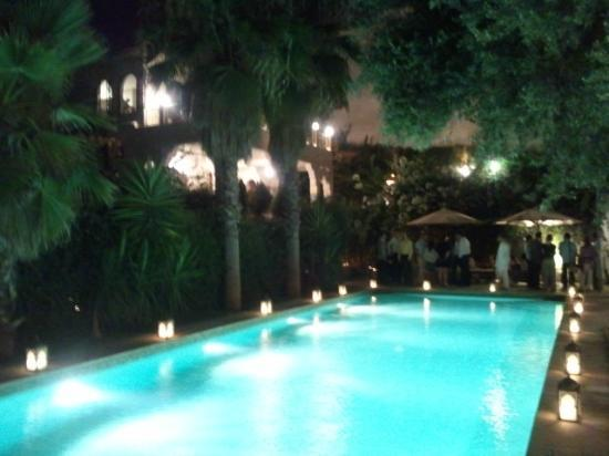Riad Alkantara: pool at night