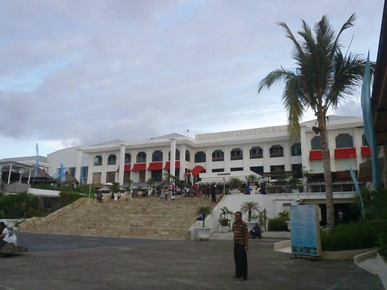 Discovery Shopping Mall : The mall, beachside