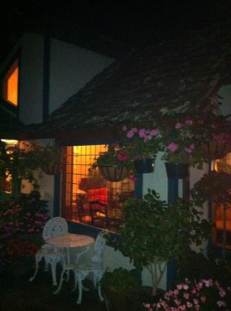 Normandy Inn: at night