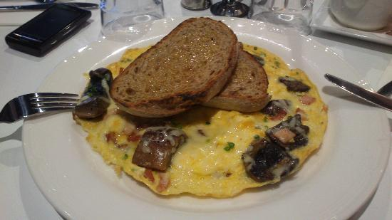 Jasper Hotel: Yummy omlette...