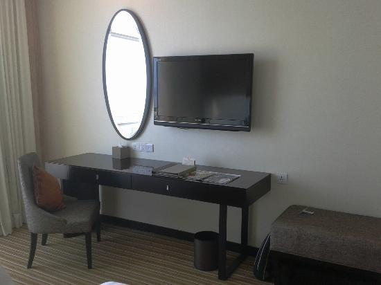 Hatten Hotel Melaka: Sleeping area with 1 TV & writing desk