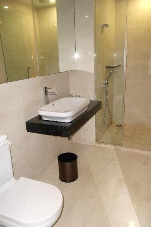 Hatten Hotel Melaka: Nice & Spacious bathroom