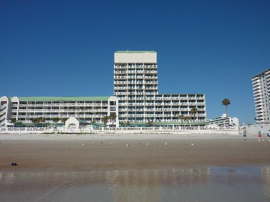 Daytona Beach Resort and Conference Center: in front of the hotel