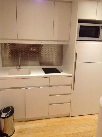 CHI Residences 279: キッチン、冷蔵庫、電子レンジ
