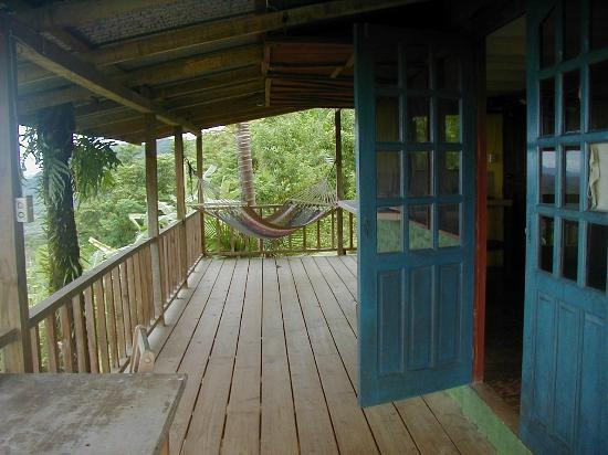Bella Vista Lodge: Cabin deck and hammock