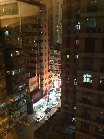 CHI Residences 279: 10階からの眺め。男人街の賑わいが垣間見えます