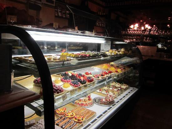 Figaro Bistrot: Pastry case - yummmmmm!