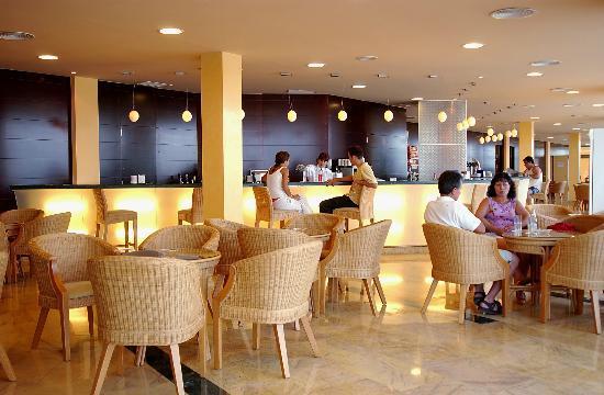 Hotel ATH Roquetas de Mar: Hotel Bar