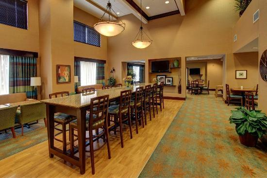 Hampton Inn Leesburg - Tavares: Our large lobby is great for visiting friends and family or eating breakfast