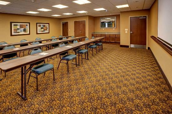 Hampton Inn Leesburg - Tavares: Our stylish meeting room - perfect for depositions and trainings