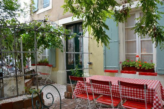 Sainte-Helene Chambres d'Hotes: Courtyard