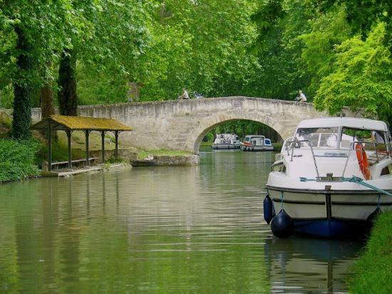 Sainte-Helene Chambres d'Hotes: UNESCO listed Canal du Midi, 5 minutes away