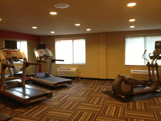 TownePlace Suites Albany Downtown/Medical Center: Big workout room that could have used another piece or two of CV equipment