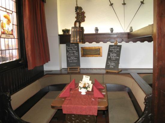 Restaurant Weinstube Zum Landsknecht: gemütliche Nische am Fenster