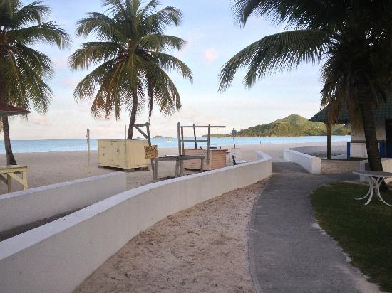 Starfish Jolly Beach Resort: Beach