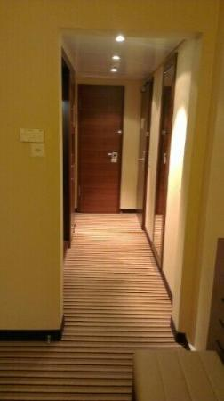 Sheraton Zurich Neues Schloss Hotel: room entry