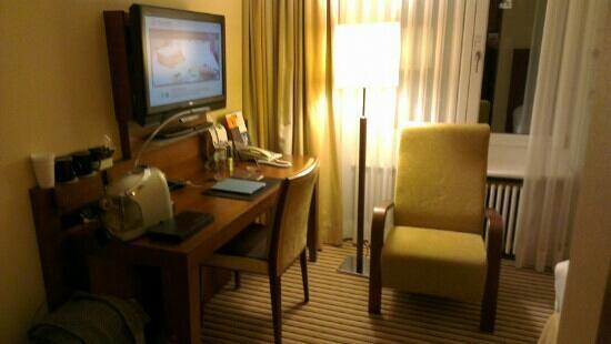 Sheraton Zurich Neues Schloss Hotel: desk