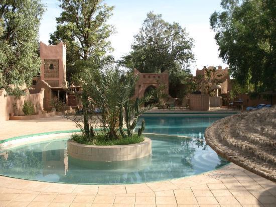 Auberge  Derkaoua: Aperçu de l'espace piscine