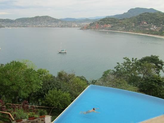Pacifica Grand: Zihuatanejo bay