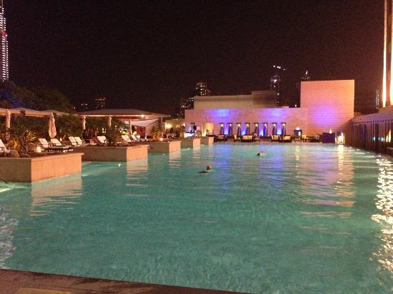 The Address Dubai Mall: Pool area by night