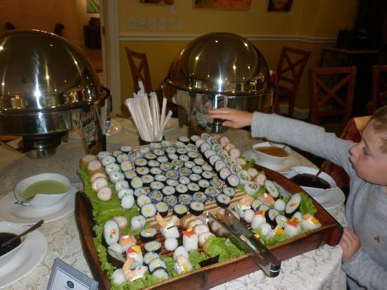 Hotel Villa Morra Suites: Sushi en el Buffet
