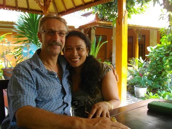 Sawah Lovina Bungalows: Walter and Wina, who made my days in Sawah Lovina unforgetable.