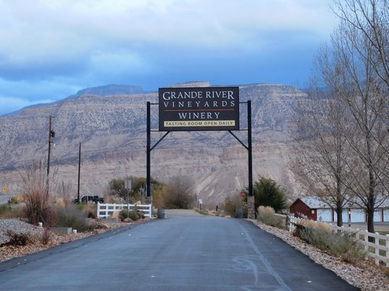 Palisade, CO: Grand River Vineyard Entrance