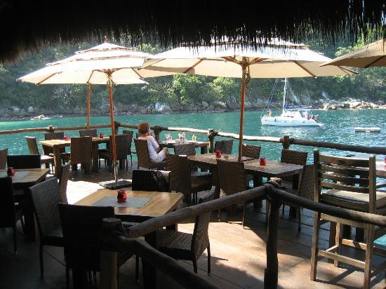 Ocean Grill Restaurant & Beach Club: Great cliffside atmosphere is this fantastic quaint restaurant.