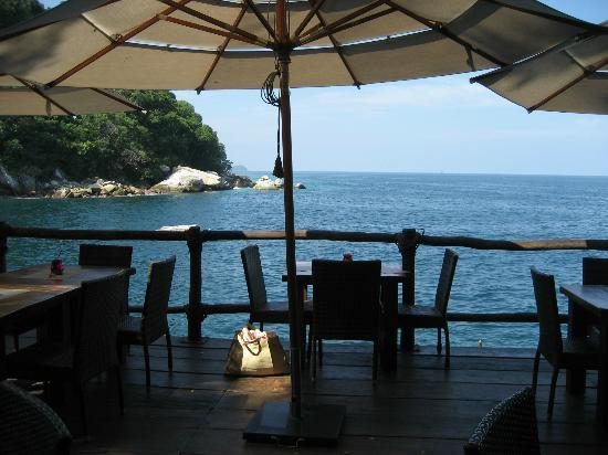 Ocean Grill Vallarta: View out into the water from our table
