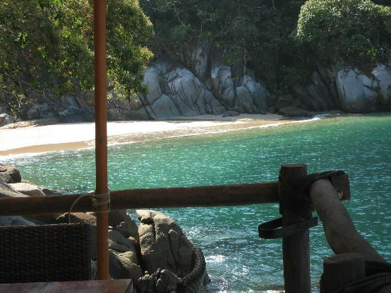 Ocean Grill Restaurant & Beach Club: Los Colomitos Beach.... view from our table. Ahhhh.... the water...... it's sparkling!