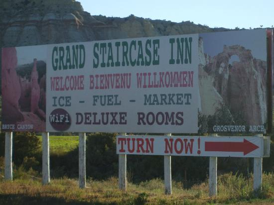 Grand Staircase Inn: hotel billboard across the road