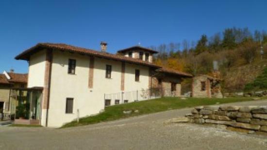 Hotel Relais Montemarino: Zona parcheggio ed entrata