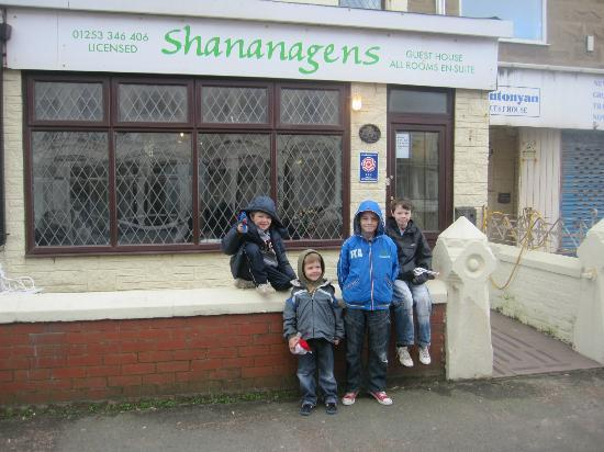 Shananagens Guest House: outside