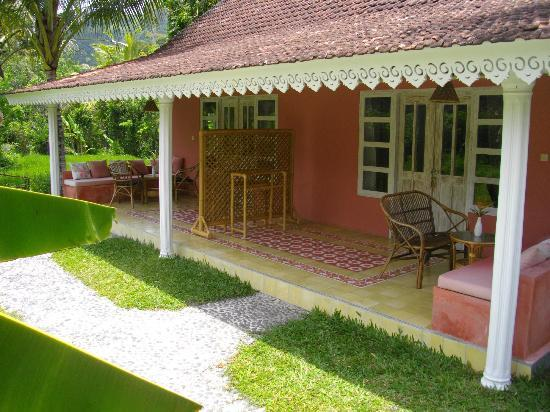 Darmada Eco Resort : A terrace of one of the bungalows in Darmada (Sidemen)(Bali)