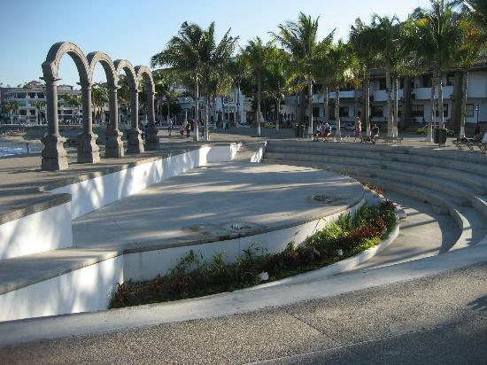 """Malecon Boardwalk: The Arches and """"theatre/performance"""" on the Malecon"""