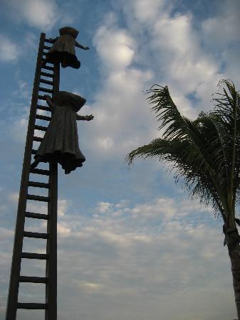 Malecon Boardwalk: Here's more of the bronze sculpture