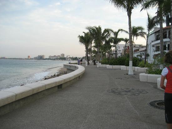 Malecon Boardwalk: Malecon and Banderas Bay