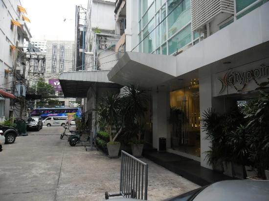 CityPoint Hotel: vista verso la strada